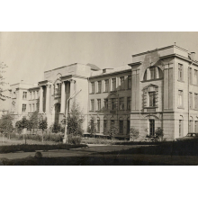 105 років тому (1916 р.) у м. Катеринославі відкрито Вищі жіночі курси